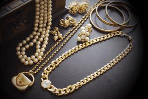 宝石は遺産分割の対象か